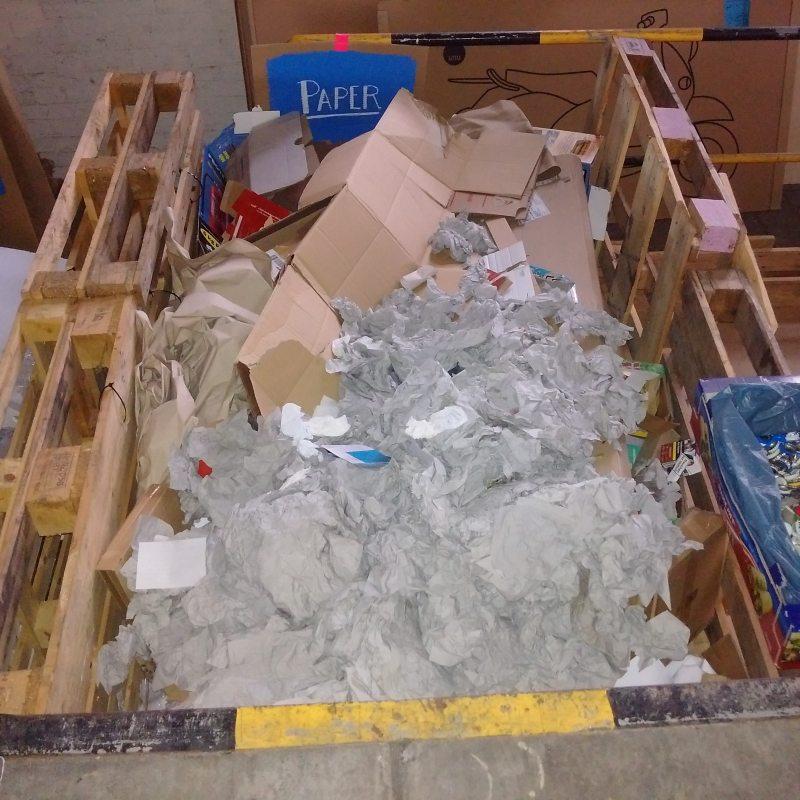 Gesamter papierabfall seit Festivalvorbereitung