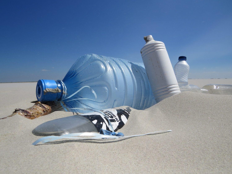 Plastikmüll am Strand